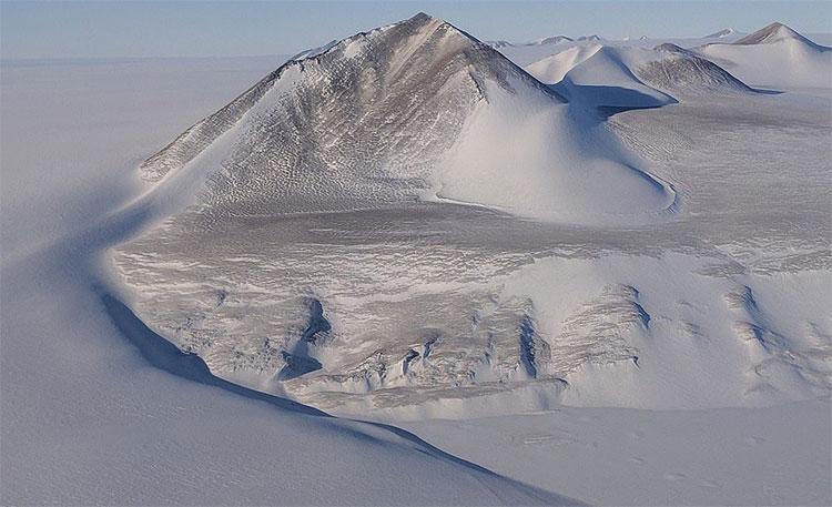 Mạng lưới hồ ngầm rất lớn bên dưới Recovery Glacier của Nam Cực biến mất một cách bí ẩn.