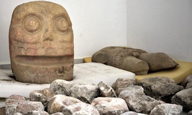 Tượng đá hình đầu lâu được phát hiện trong ngôi đền thờ thần Xipe Totec.