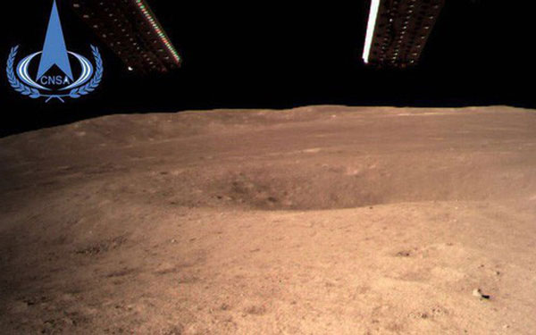 Đây là tấm ảnh đầu tiên chụp vùng tối của Mặt Trăng.