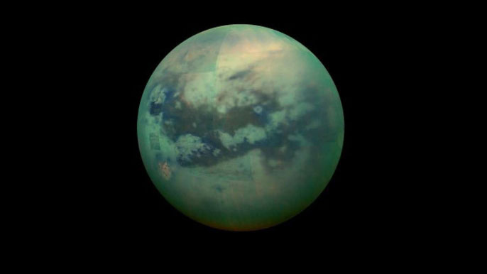 Titan trong bão bụi