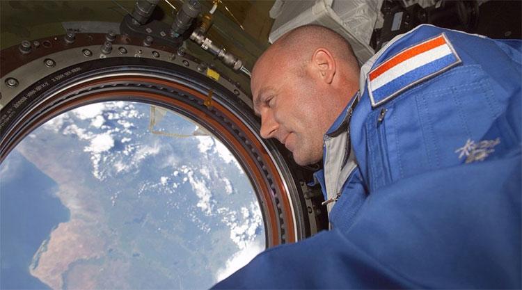 Phi hành gia André Kuipers trên trạm ISS.