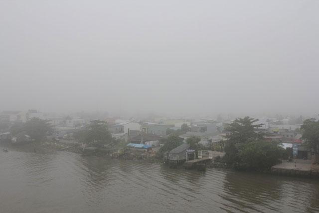 Sương mù giăng trên sông