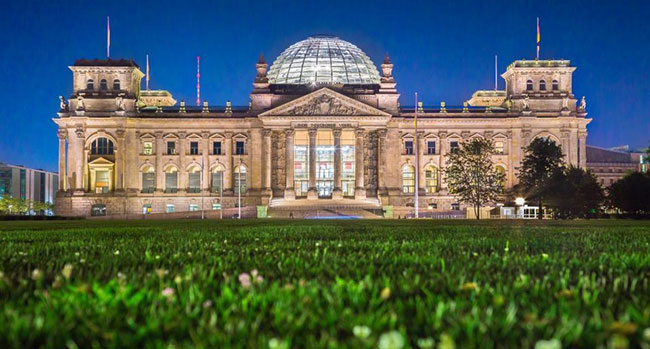 Tòa nhà Reichstag được cải tạo lại và có nhiều điểm khác biệt so với thiết kế gốc.