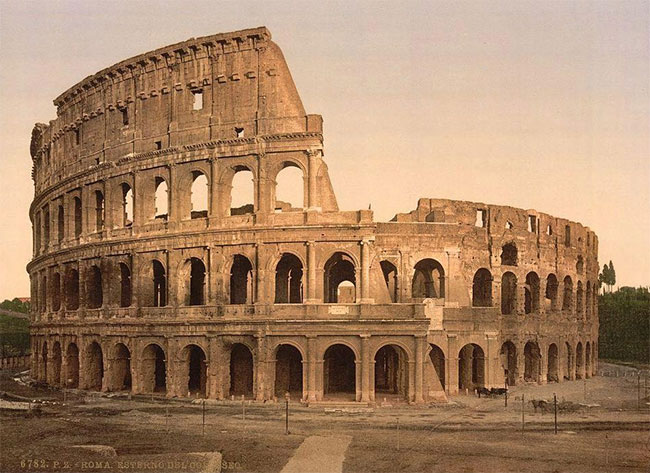 Khu vực đấu trường Colosseum tọa lạc trong lòng thủ đô Rome là niềm tự hào của nhiều người dân Ý.