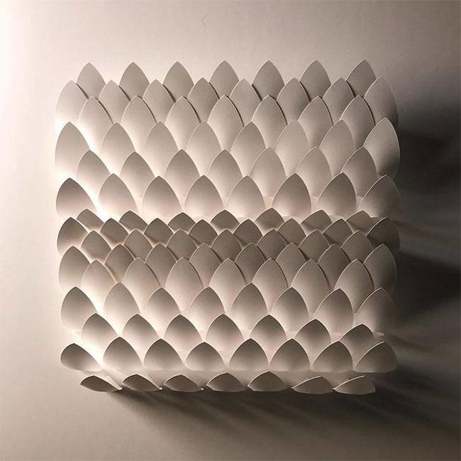 Sau đó, bằng óc sáng tạo và đôi tay khéo léo, anh tạo ra những mô hình 3D sống động và phức tạp