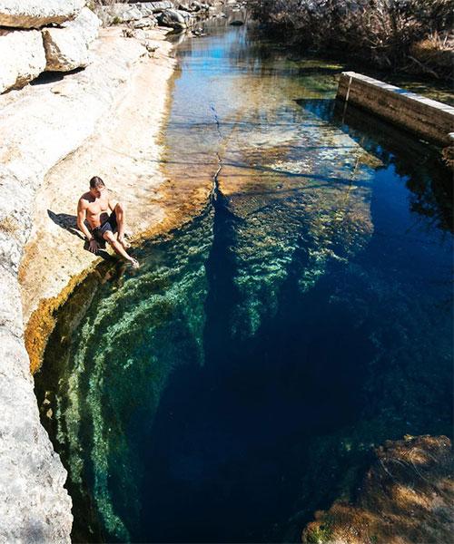 Người mắc hội chứng này trong tư duy thường thực hiện ra tình huống đáng sợ về những thứ ẩn nấp dưới đáy nước.