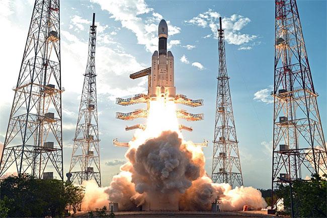 Tên lửa đẩy hạng nặng GSLV Mark III phóng một vệ tinh lên quỹ đạo.