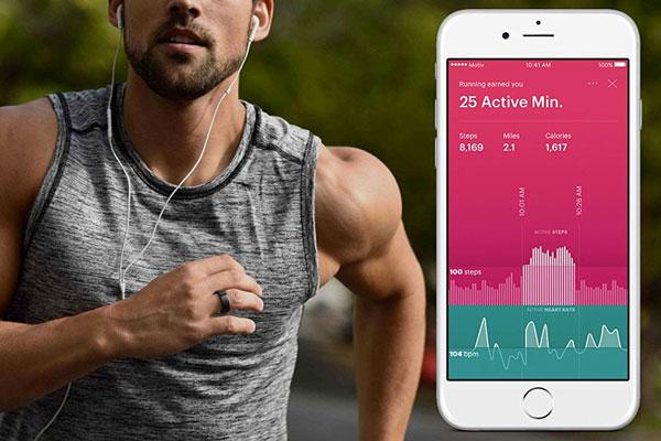 Motiv Ring có thể kết nối với các thiết bị di động để báo cáo chỉ số về nhịp tim.