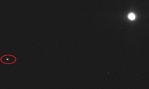 Trái đất giống một chấm sáng nhỏ trong bức ảnh chụp từ khoảng cách 110 triệu km.