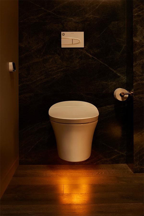 Toilet cũng có chế độ chiếu sáng theo tâm trạng và thay đổi độ ấm nóng.