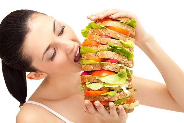 Ăn sáng quá no có thể gây rối loạn chức năng đường tiêu hóa của cơ thể, ảnh hưởng đến việc đào thải độc của gan.