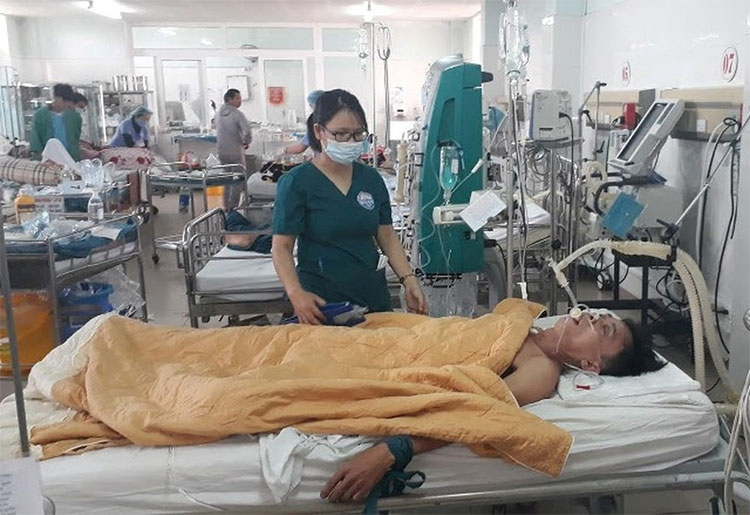 Bệnh nhân được điều trị ngộ độc methanol.
