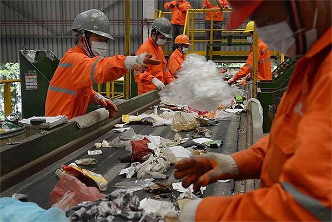 Singapore nổi tiếng là quốc gia sạch sẽ nhất thế giới khi áp dụng hệ thống xử lý rác tiên tiến.