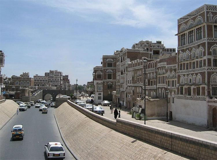Đường phố kiểu đặc trưng của các thành phố ở Yemen.