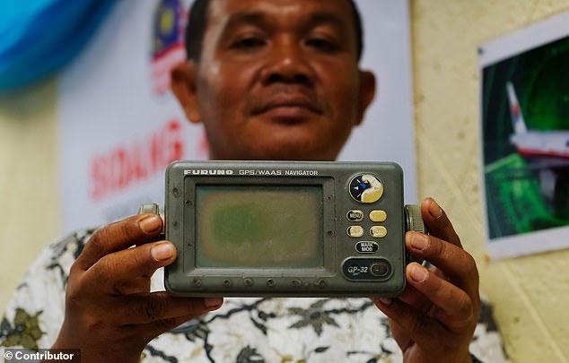 Ông Rusli Khusmin đã ghi lại tọa độ của địa điểm nơi ông nói máy bay MH370 rơi xuống biển trên một thiết bị GPS.