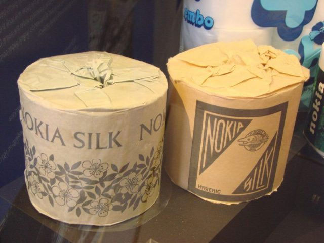 2 cuộn giấy vệ sinh sản xuất bởi Nokia vào những năm 1960