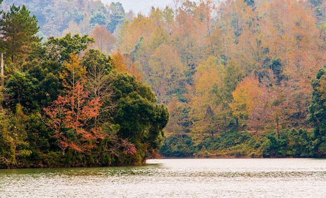 . Nơi đây được du khách biết đến với núi sông hùng vĩ, thiên nhiên hoang sơ.