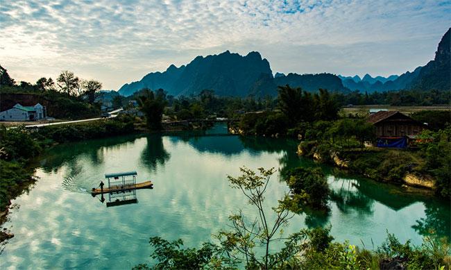 Hồ Bản Viết, nằm trong xã Phong Châu, Trùng Khánh
