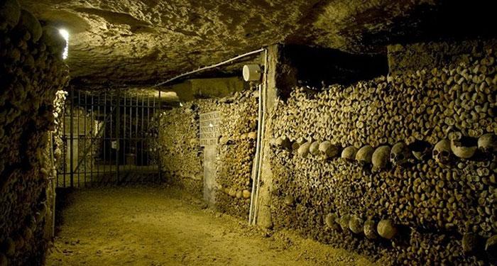 Bên dưới thủ đô Paris xinh đẹp của nước Pháp có một hầm mộ là nơi yên nghỉ của 6 triệu người.