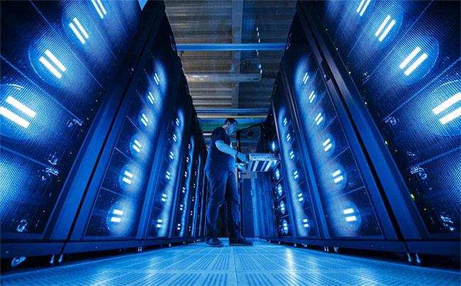 Siêu máy tính là chiếc máy tính khổng lồ, có sức mạnh tính toán cao gấp nhiều lần chiếc máy tính xách tay.