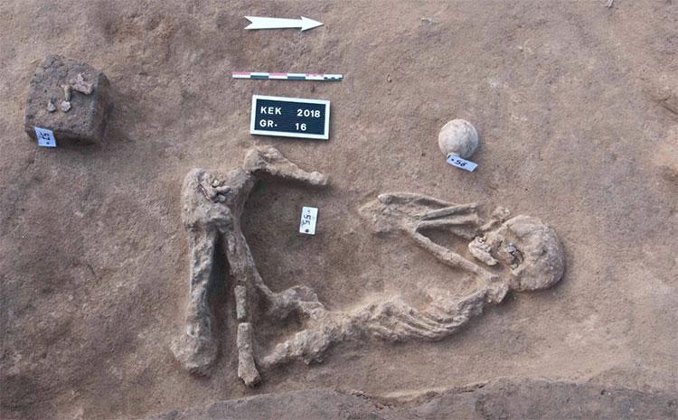 Một trong các bộ hài cốt vừa được khai quật