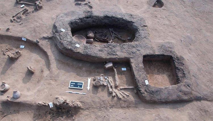 Khu mộ cổ có kết cấu kỳ lạ, ngoài hài cốt con người còn có xương động vật và nhiều đồ tạo tác