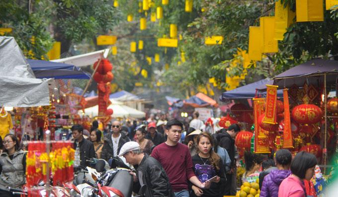Chợ hoa Hàng Lược chỉ họp một lần trong năm, thông thường từ 23 đến 30 tháng Chạp Âm lịch