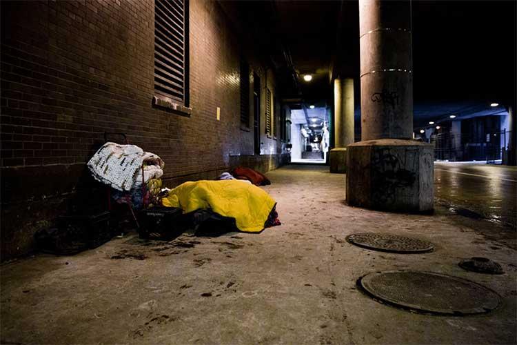 Một khu người vô gia cư thường tới lui ở đường Lower Wacker Drive, Chicago