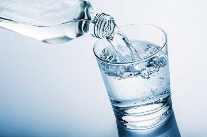 Thừa nước, cơ thể sẽ phải giải phóng nước thông qua mồ hôi và nước tiểu từ đó làm giảm mức kali trong cơ thể.