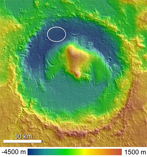 Miệng núi lửa Gale và núi M. Sharp.