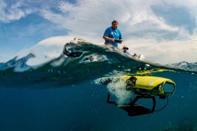 Các nhà khoa học sẽ ngồi trên thuyền, dùng Ipad điều khiển LavalBot tới những khu vực san hô bị tẩy trắng