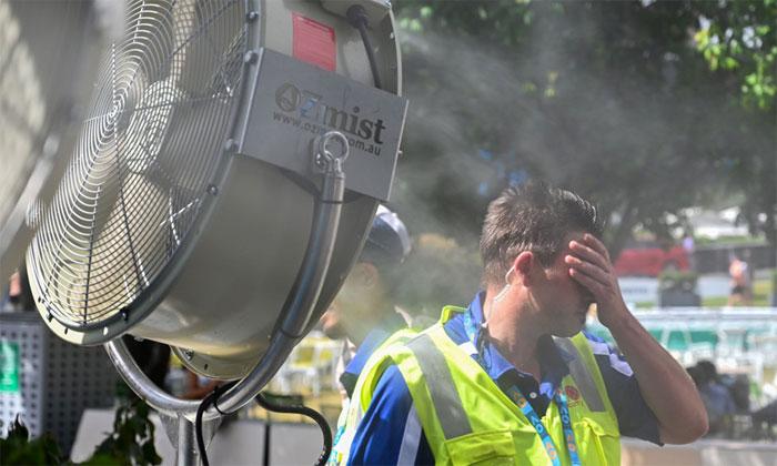 Người dân Australia đang trải qua thời tiết nắng nóng kỷ lục kéo dài suốt 2 tháng qua.