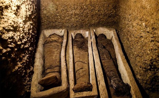 Một số xác ướp được bao bọc bằng vải lanh,