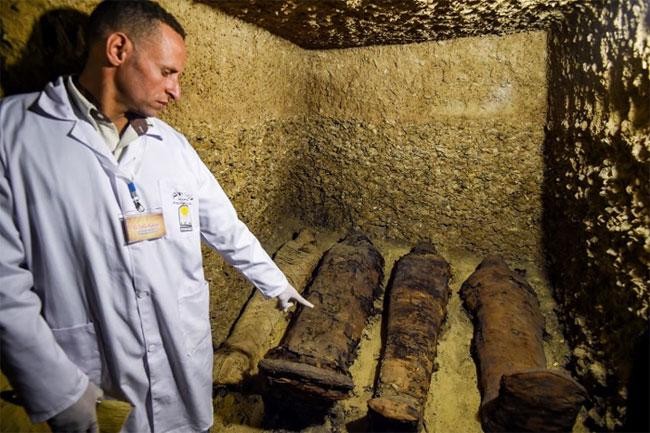 Các xác ướp được phát hiện bên trong bốn phòng ở độ sâu 9 mét tại khu khảo cổ Tuna El-Gebel