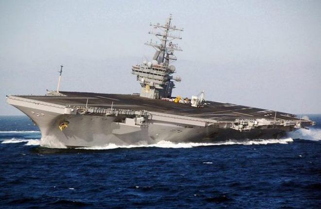 Tàu sân bay USS Ronald Reagan tiến hành kiểm tra bánh lái vào tháng 10/2007