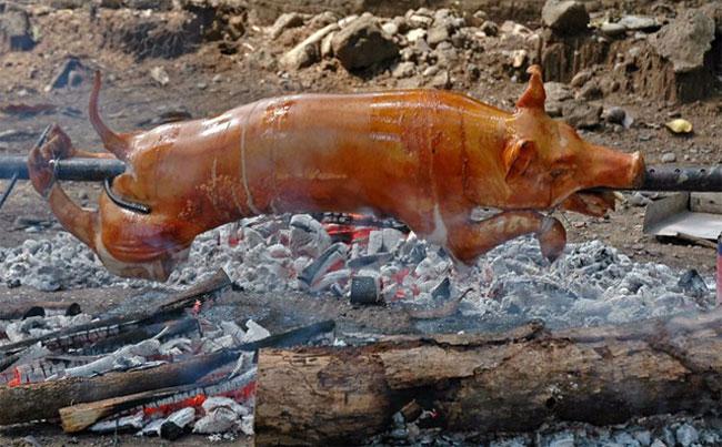 Văn hóa Hồi giáo được biết đến với quy định cấm các tín đồ ăn thịt lợn.