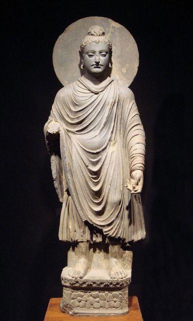 Một tượng phật còn nguyên vẹn từ thời Grandhara được trưng bày tại Bảo tàng Quốc gia Nhật.