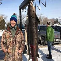 Ngư dân Mỹ bắt được cá tầm 130 tuổi