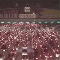 """Cảnh tắc đường cực """"kinh khủng"""" khi 1/3 dân số đổ ra đường ở Trung Quốc"""