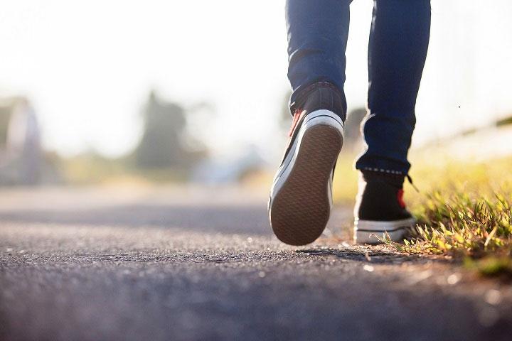 Đi bộ thường xuyên là tốt, nhưng không nhất thiết phải đi bộ được 10.000 bước.