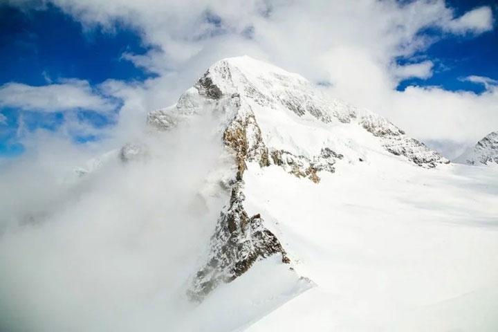 Những nơi càng cao, càng có khả năng tuyết rơi thường xuyên cao hơn.