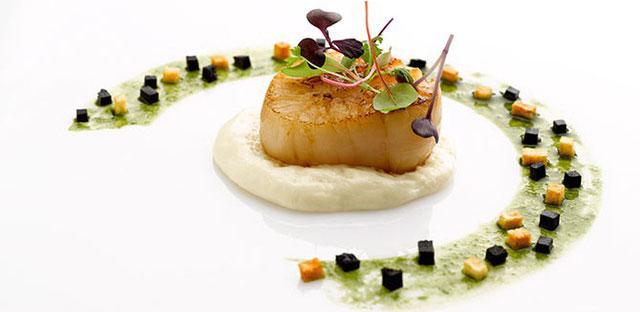 Khi nhìn những món ăn ít ỏi trên đĩa to, chúng ta đều sẽ nghĩ rằng đây thuộc về nhà hàng hạng sang.