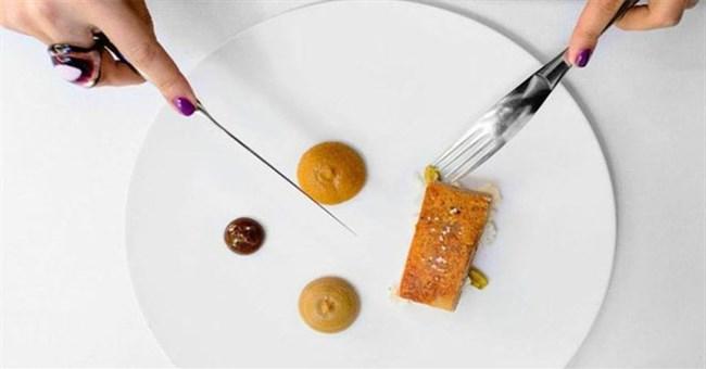 Tại sao những nhà hàng sang trọng luôn phục vụ khẩu phần ăn bé tí trên một chiếc đĩa to?