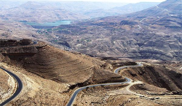 Jordan là quốc gia nổi tiếng nhiều tài nguyên nào?
