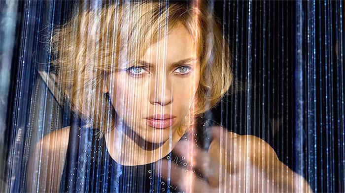 Nhân vật Lucy (Scarlett Johansson thủ vai) trong bộ phim cùng tên có thể nhìn thấy được cả sóng điện thoại.