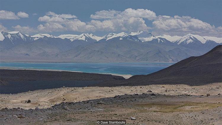 Ban đầu, hồ mang tên là Victoria. Sau đó, người ta mới gọi nơi này là Karakul hoặc hồ Đen.