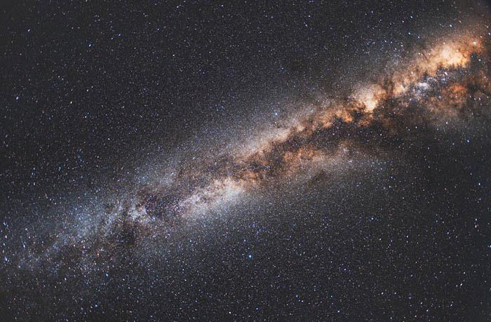 """Khoảng cách giữa Dải Ngân hà của chúng ta và """"người láng giềng"""" là 2,5 triệu năm ánh sáng."""