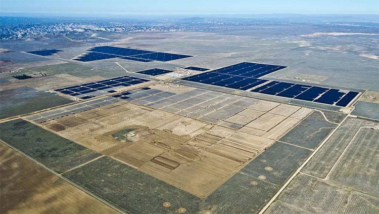 Nhà máy điện mặt trời.