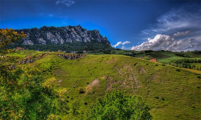 Địa hình San Marino khá cao.