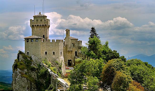 Pháo đài trên đỉnh Titano ở San Marino.